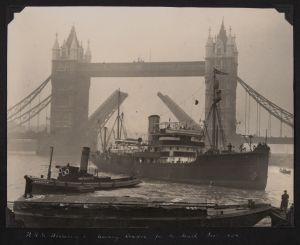 rrs discovery ii leaving london, december 1929