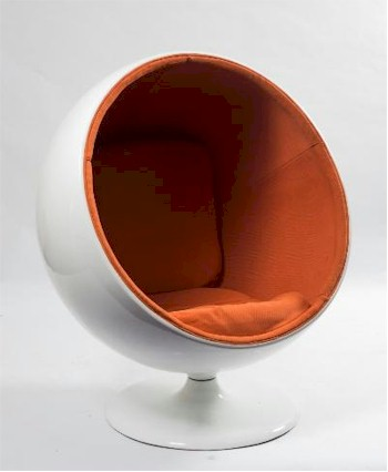 A white fibreglass ball chair (FS24/867) from the 1960s has already attracted lots