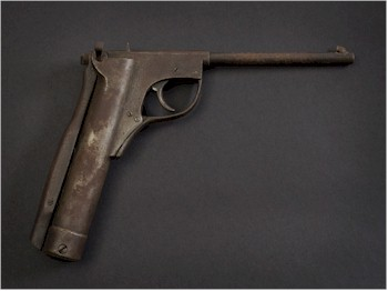 A rare .177 calibre lever-cocking air pistol, Lincoln Jefferies Type B model number 43 being offered in the Sporting and Collectors Auction on 12th August 2015.