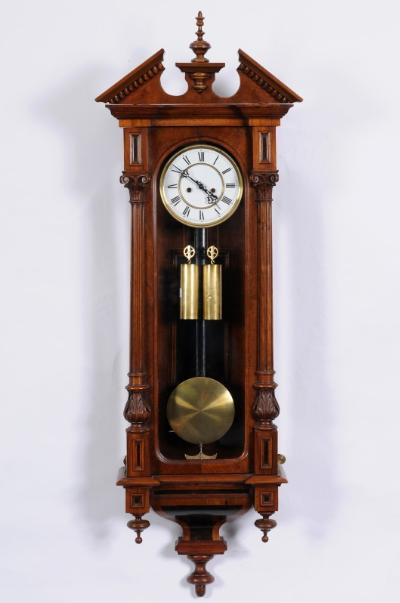 Bearnes Hampton Amp Littlewood Wall Clock Auctions Gustav