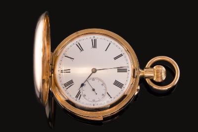 Sale FS24; Lot: 0105: A gentleman's keyless lever quarter repeat pocket watch the circular white enamel dial, 42mm diameter with subsidiary seconds dial and Roman numerals, the dust cover with inscription dated '1912' in an 18ct gold case.