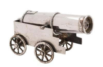 Sale FS38; Lot: 0141: A Chinese silver novelty pepperette, maker LW possibly Luen Wo, Canton in the form of a naval cannon, the 6.5cm barrel mounted on a four-wheel carriage, stamped LW, Canton, 1.23ozs.