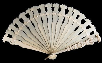 Sale FS39; Lot: 0596: A Continental carved ivory brise fan the guards carved with classical female figures holding aloft baskets of flowers, the sticks plain, late 19th century, 24 cm.
